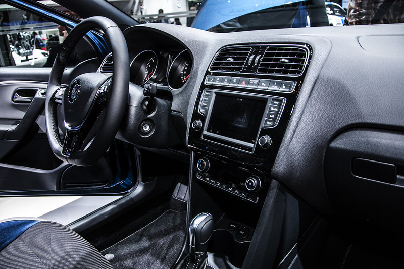 Gen ve 2014 volkswagen polo golf gte en t roc concept for Auto interieur bekleden prijs