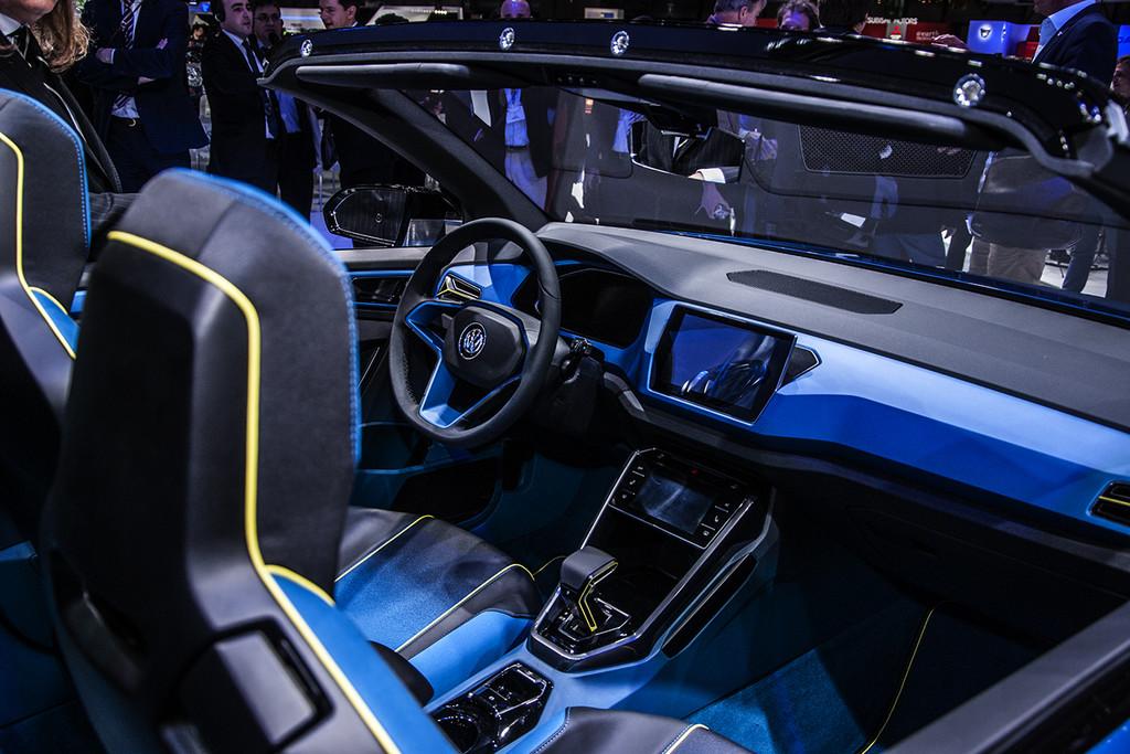 Gen ve 2014 volkswagen polo golf gte en t roc concept for Interieur t roc