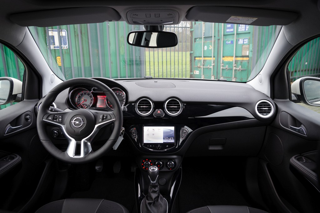 Test opel adam 2015 for Opel adam s interieur