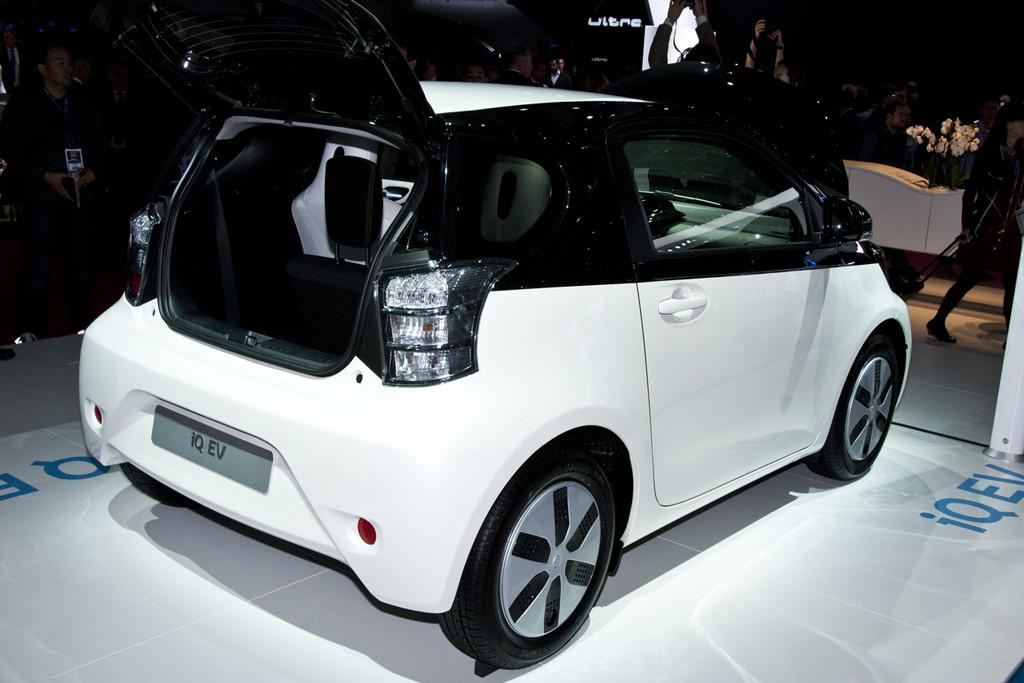 Toyota Verso Nieuw Model >> Toyota Auris: het gaat om de hybride - Fotoreportages ...
