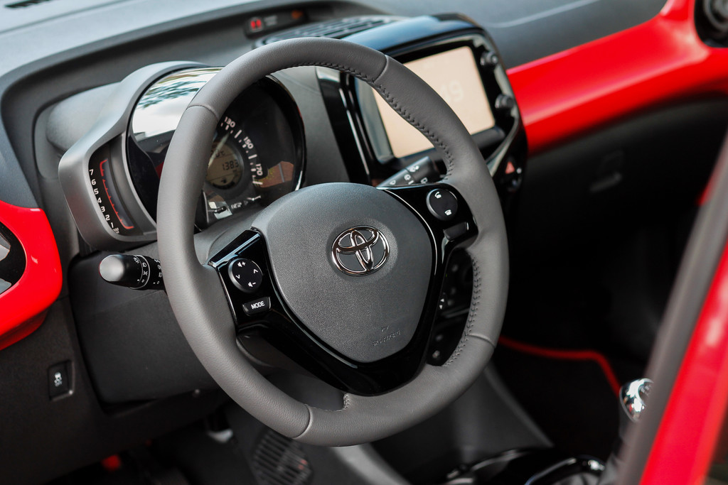 Toyota aygo fotoreportages for Interieur yaris 2