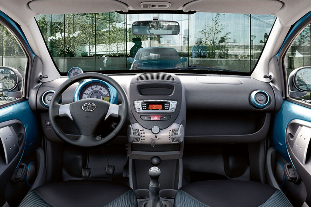 i m blue da ba dee toyota aygo dynamic blue autonieuws. Black Bedroom Furniture Sets. Home Design Ideas