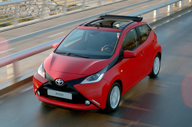 toyota aygo x wave met gratis navigatie actie. Black Bedroom Furniture Sets. Home Design Ideas