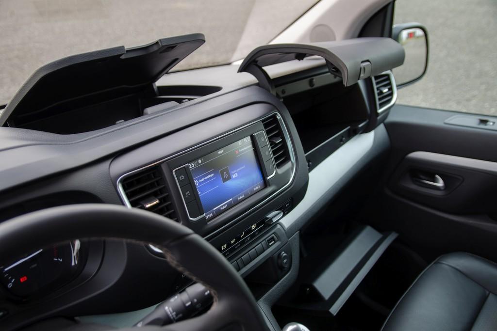 Toyota Verso Nieuw Model >> Test: Toyota Proace Verso - 2017   Autokopen.nl