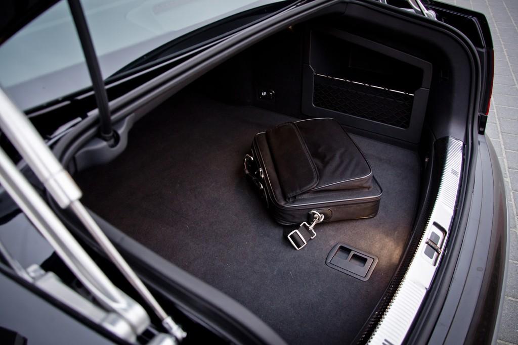 test volkswagen phaeton 2010. Black Bedroom Furniture Sets. Home Design Ideas