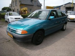 Opel Astra - 1.4i Young 5 DEURS TAILLGATE