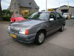Opel Kadett - 1.6i Beauty 4 deurs sedan