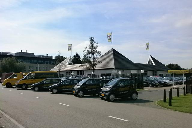 Auto ypenburg te den haag autobedrijf for Auto interieur den haag