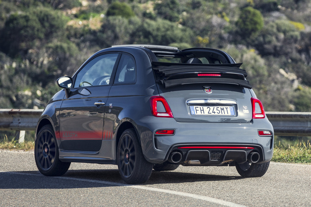 gelimiteerde abarth 695 xsr yamaha nu verkrijgbaar autonieuws. Black Bedroom Furniture Sets. Home Design Ideas