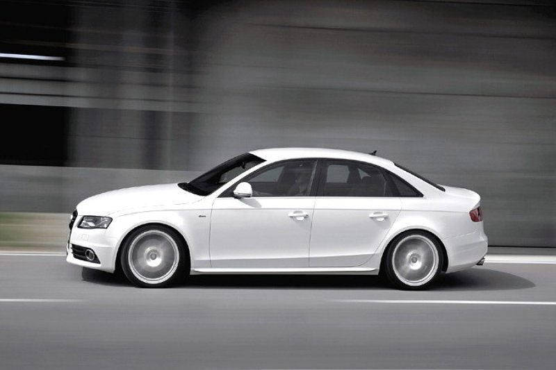 Audi A4 is Auto-1