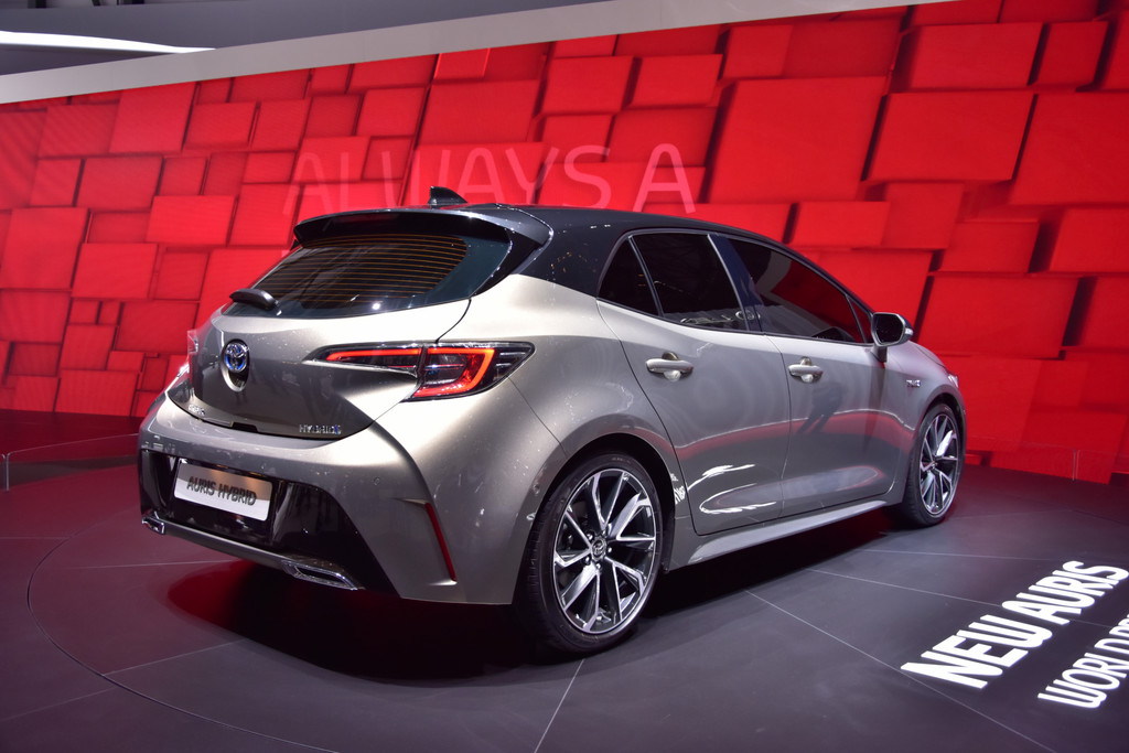 autosalon gen ve 2018 toyota auris hybrid fotoreportages. Black Bedroom Furniture Sets. Home Design Ideas