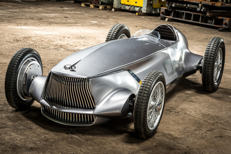 Infiniti Prototype 9: 'historische vondst met elektromotor'