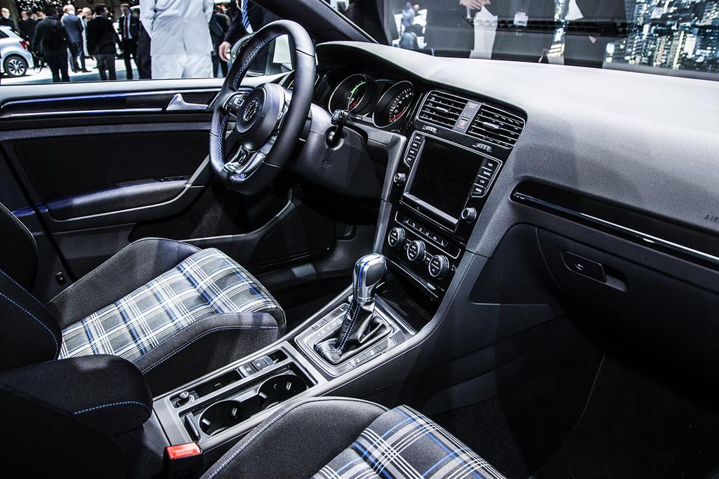 gen ve 2014 productieversie volkswagen t roc komt over 2 jaar autonieuws. Black Bedroom Furniture Sets. Home Design Ideas
