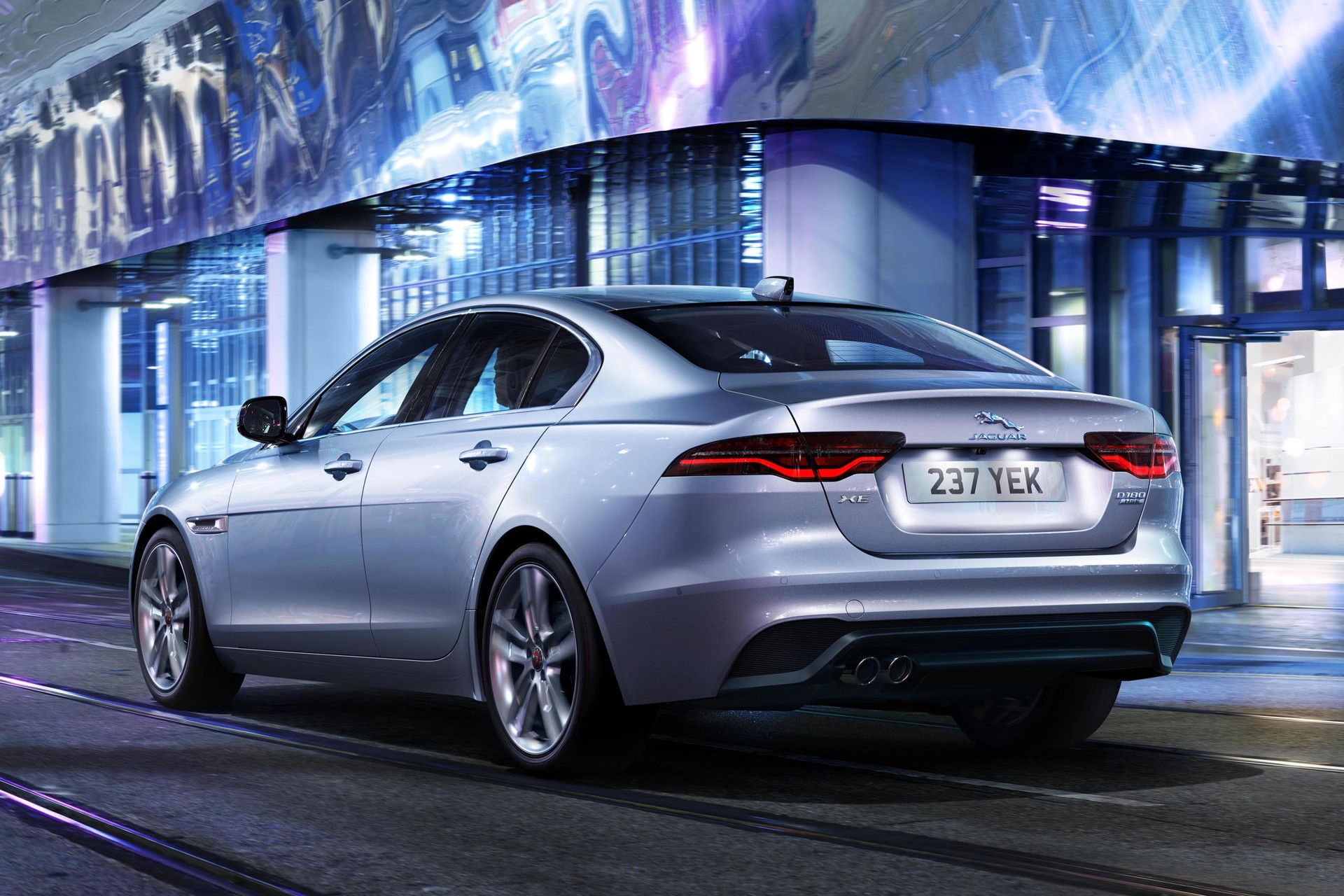 2015 Jaguar XE review | first local drive | CarsGuide