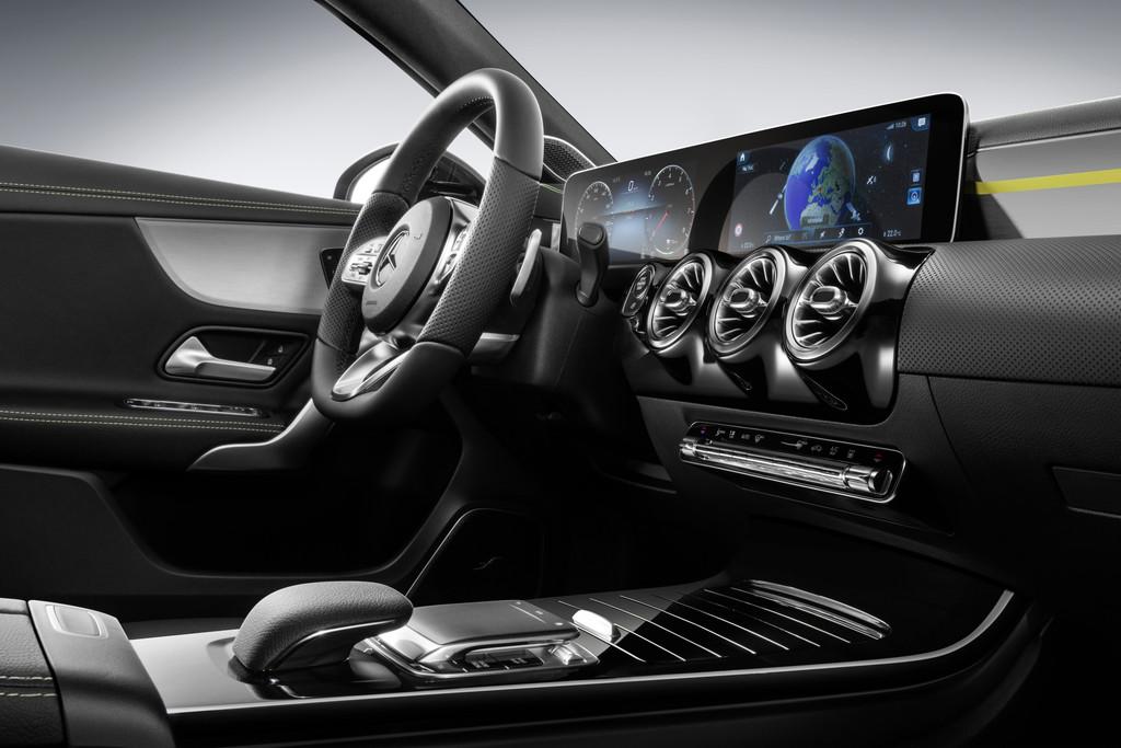 Mercedes benz onthult interieur nieuwe a klasse for Interieur mercedes a klasse