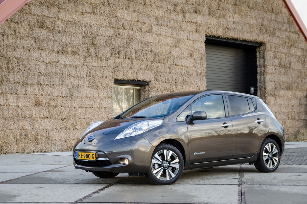 test nissan leaf 2016. Black Bedroom Furniture Sets. Home Design Ideas