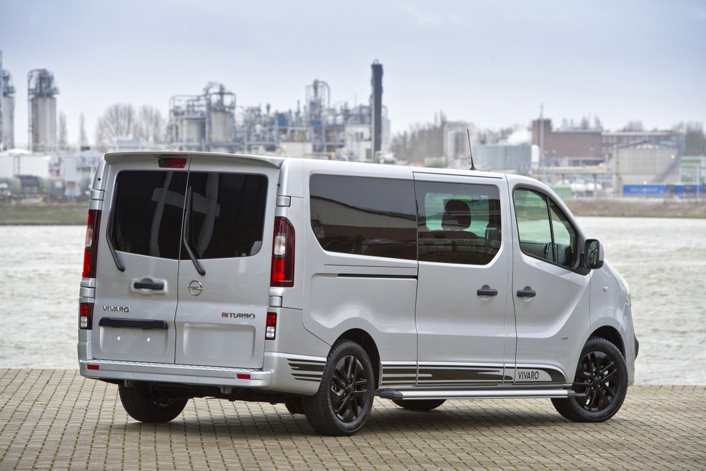opel vivaro innovation 2 0 is luxe gelimiteerde bus autonieuws. Black Bedroom Furniture Sets. Home Design Ideas