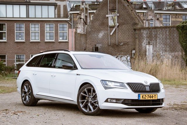 Skoda Superb Combi Sportline Business