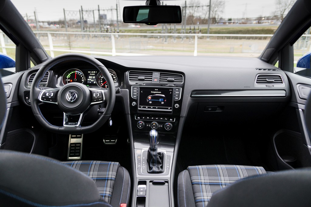 Test volkswagen golf 2015 for Golf repentigny interieur