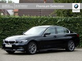 BMW 3 Serie Sedan 320i High Exe | Sport Line | LED | HiFi | Driving ass. | Trekhaak | 17''