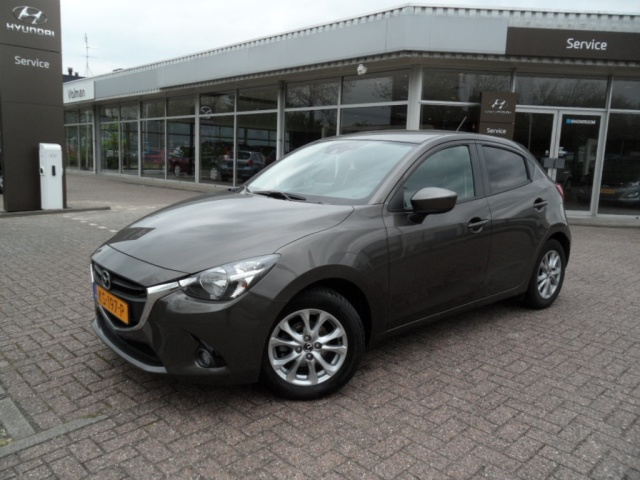 mazda 2 1 5 skyactiv g ts navi pdc tweedehands auto 39 s. Black Bedroom Furniture Sets. Home Design Ideas