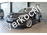 Volkswagen T-Roc 1.5 TSI Style navigatie trekhaak camera clima cruise led pdc 17 inch 150 pk !!