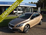 Volvo V40 Cross Country D4 190 pk Kinetic / NAVIGATIE / 19'' LM-VELGEN / BLUETOOTH / PDC