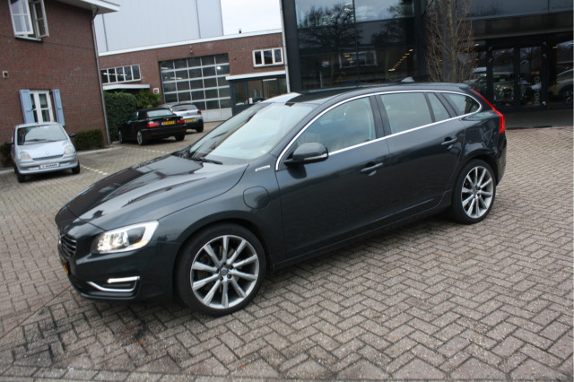 Volvo V60 2 4 D6 Awd Plug In Hybrid Summum Tweedehands Auto S